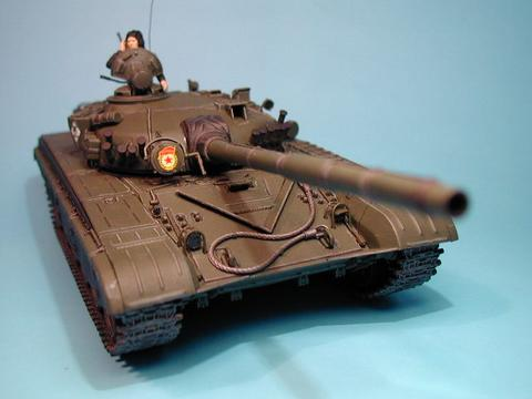 Maqueta Tamiya T-72 04